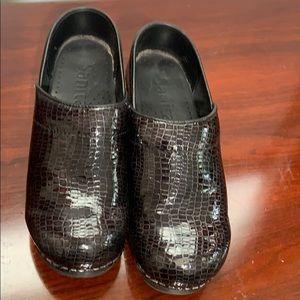 Shoes - Sanita black clogs women's shoes Sz 37 VGC